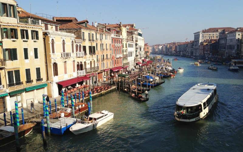 Monta un vaporetto por el Gran Canal - que hacer en venecia