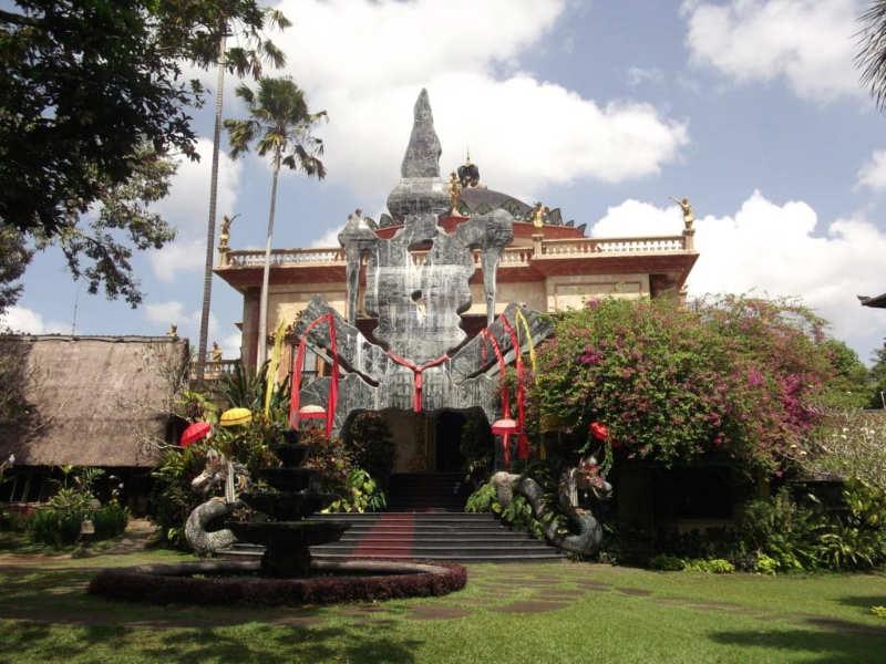 Museo-del-Renacimiento-Blanco-que-hacer-en-ubud