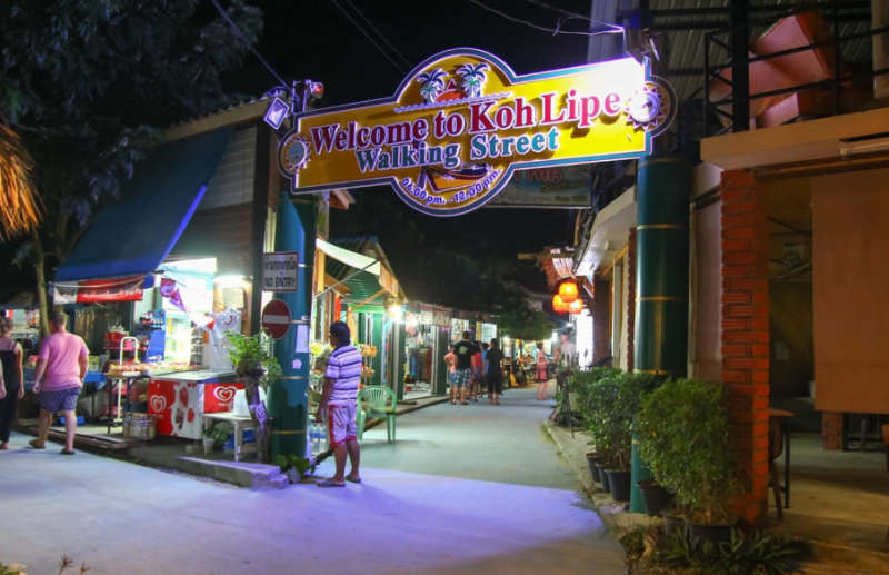 Walking-Street-Koh-Lipe