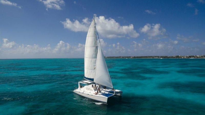 Día completo en un catamarán de lujo a Isla Mujeres