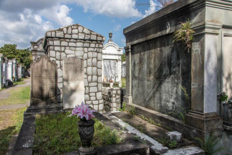 Pasear por un cementerio
